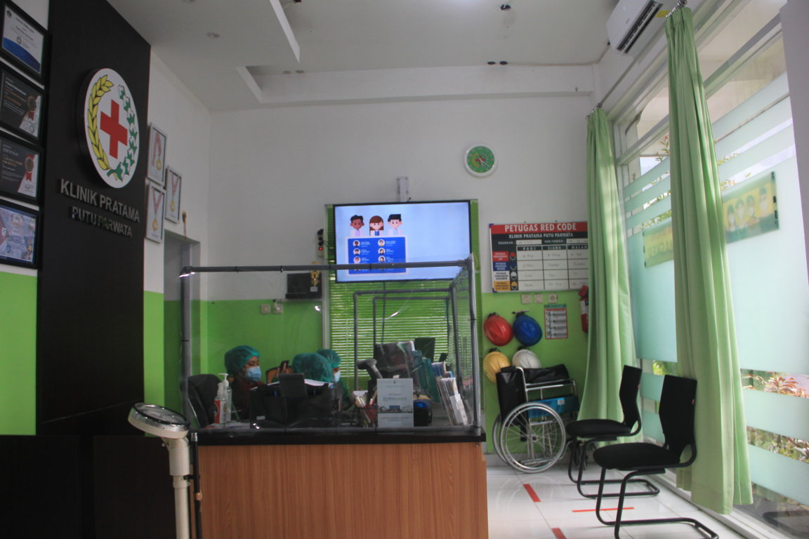 Front Office 1 Small